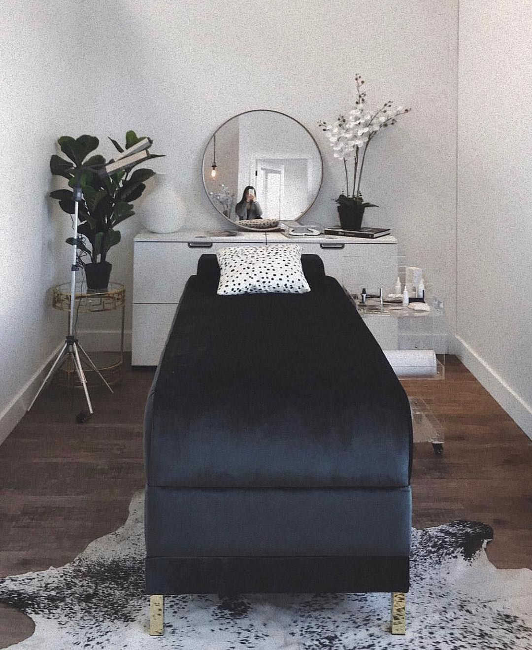 Lash Room Envy By Vannie Slpro Learn More On Her Page Inspiration Eyelashextensions Eyelashes Lashes Esthetics Room Makeup Beauty Room Spa Room Decor