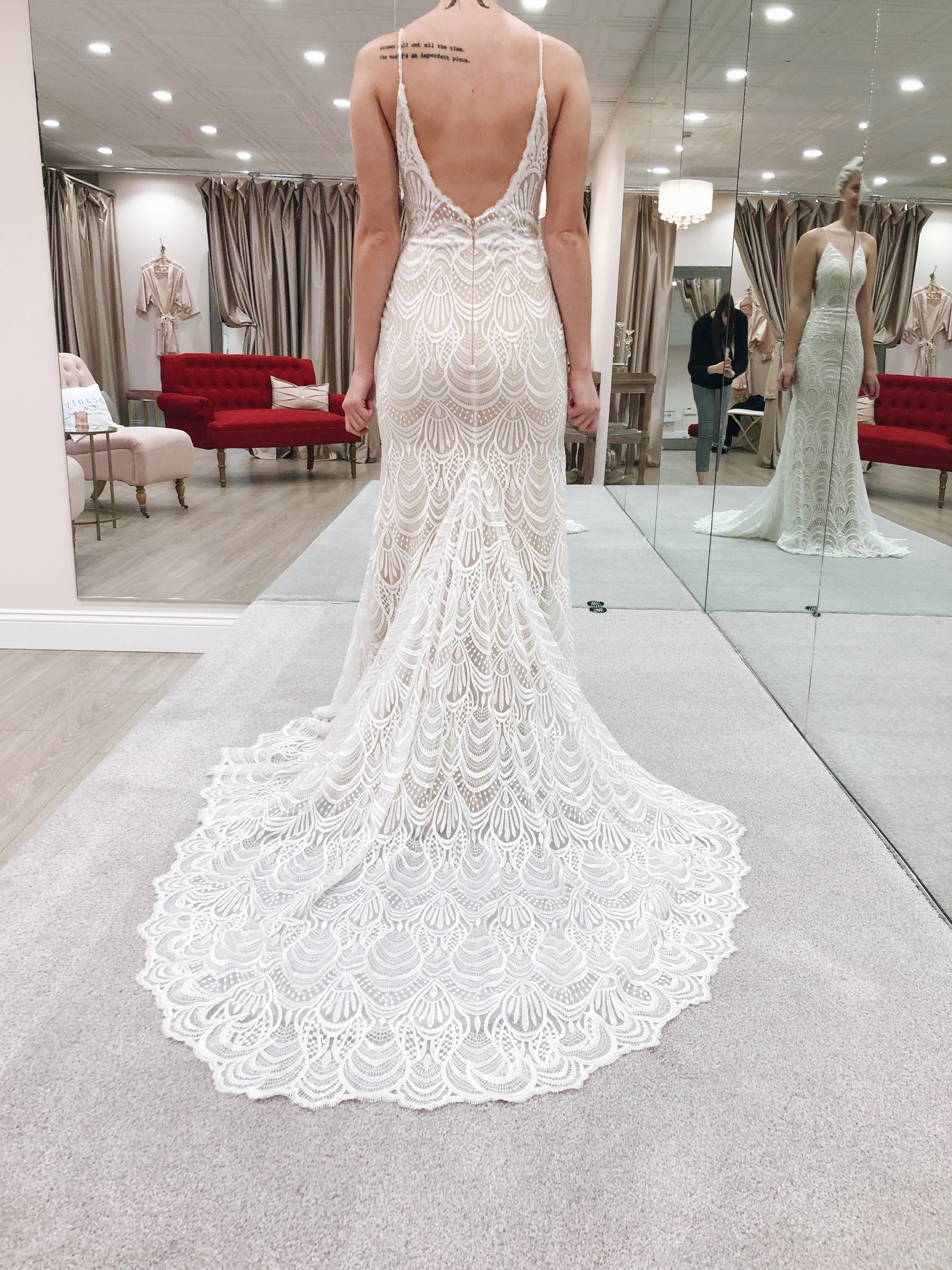 Baby Got Back In The Stunning Jessica Gown This Gown Has A Form Fitting Silhoue Form Fitting Wedding Dress Wedding Dress Long Sleeve Long Sleeve Wedding Gowns [ 3333 x 2500 Pixel ]