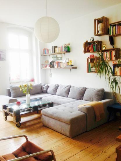 gem tliches zimmer im herzen friedrichshains gro es ecksofa helles parkett zimmer m bliert. Black Bedroom Furniture Sets. Home Design Ideas