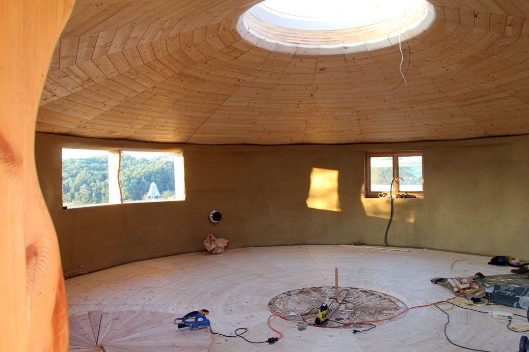 ein eigenes haus bauen gemeinsam rundhaus lehm und stroh. Black Bedroom Furniture Sets. Home Design Ideas
