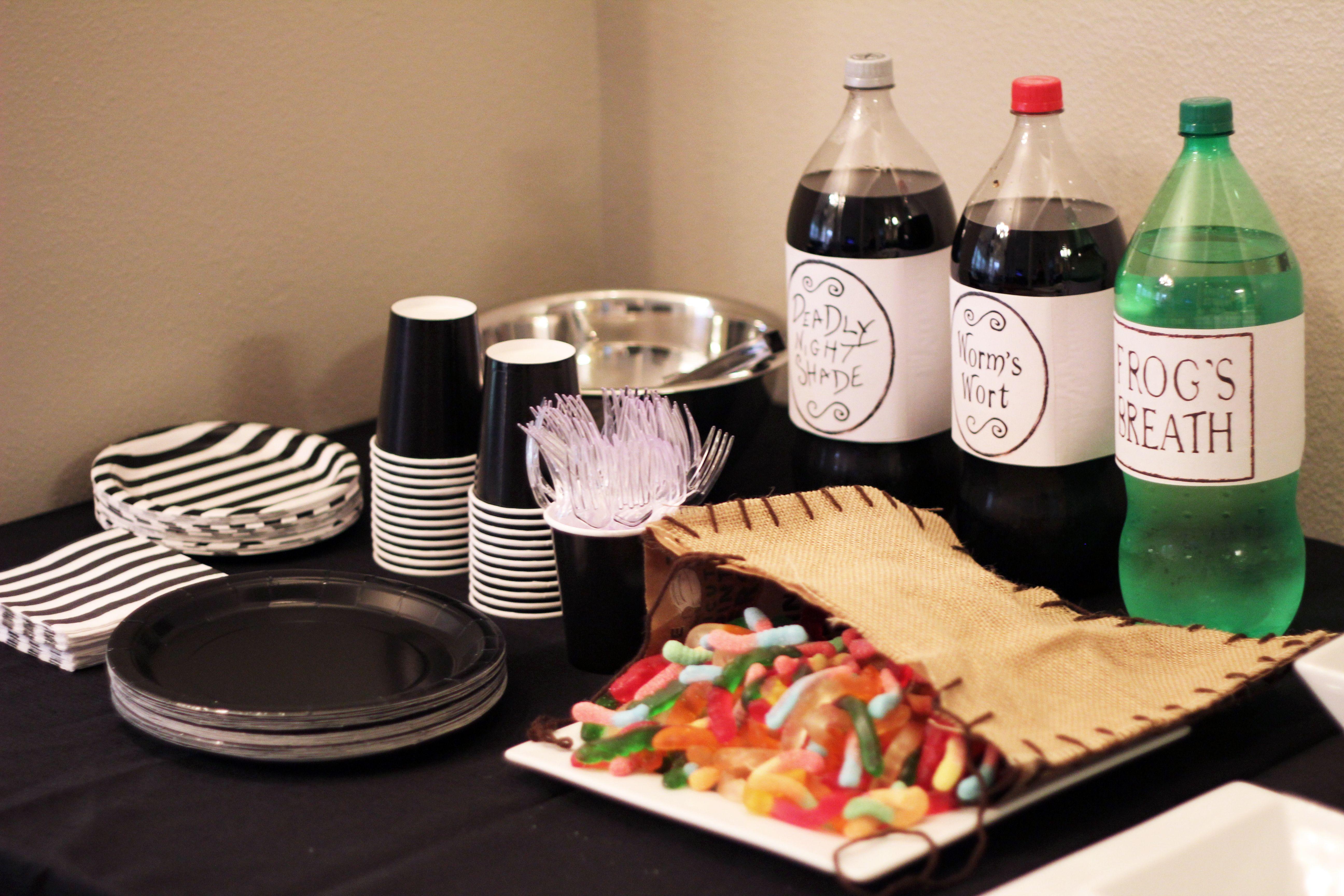 Nightmare Before Christmas table set-up | Christmas table ...
