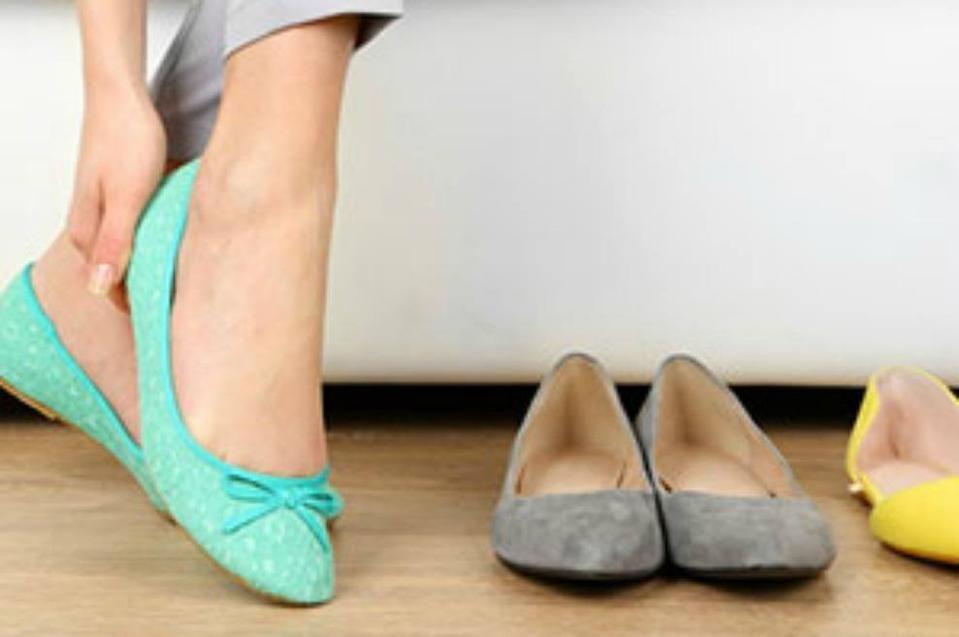 Cómo Quitar El Mal Olor De Los Zapatos Mal Olor Zapatos Zapatos Tipos De Zapatos