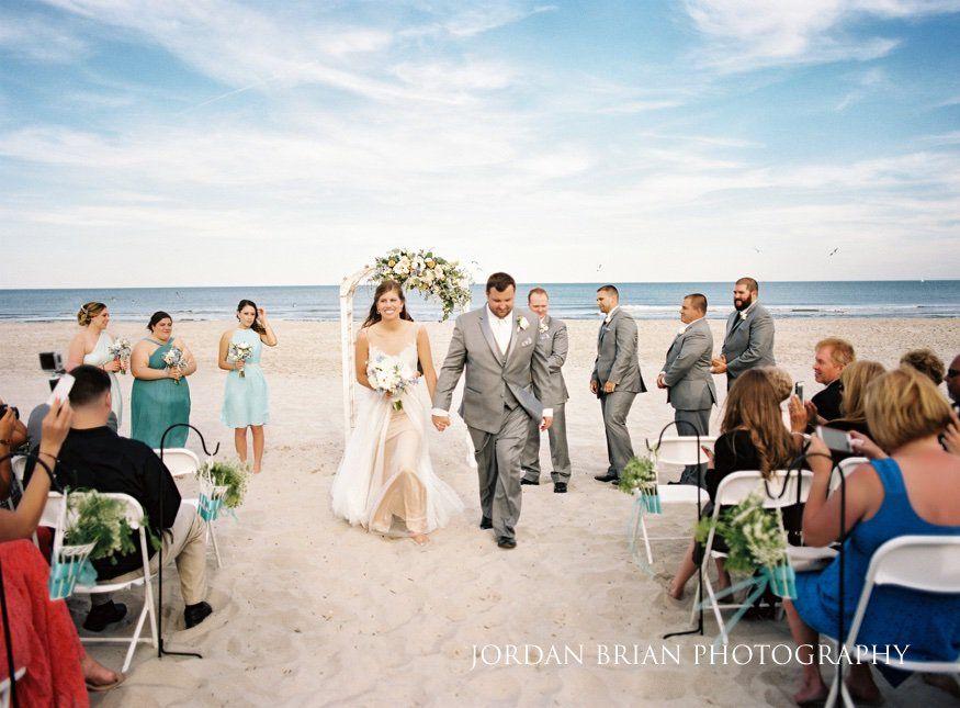 Outdoor Beach Wedding Ceremony In Avalon Nj Photos By Jordan Brian