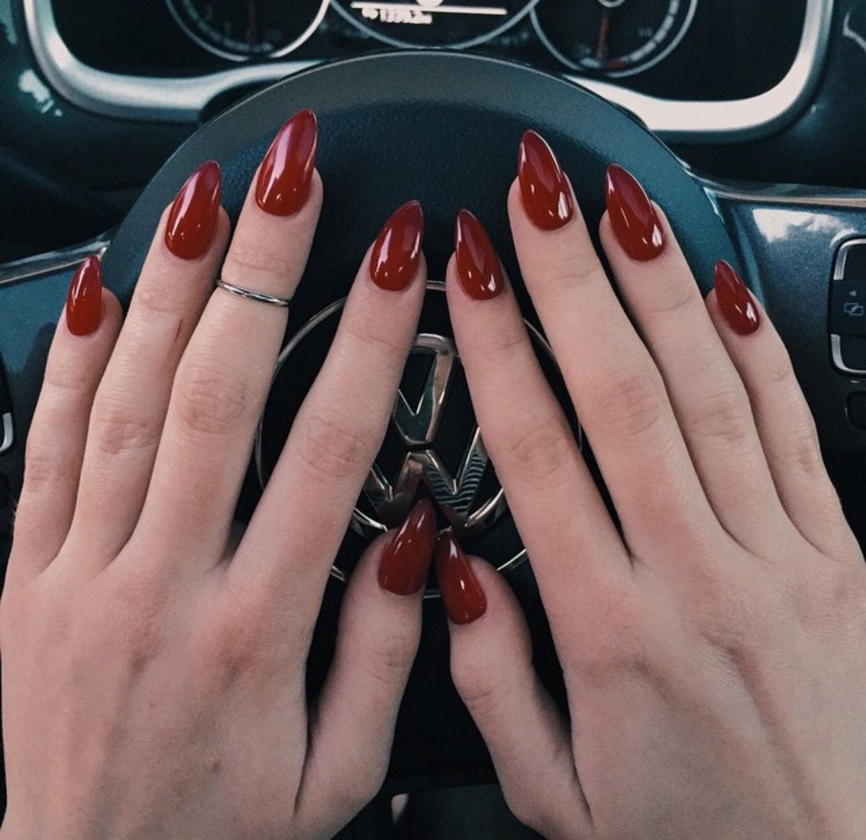 Vernis rouge sang | Nails | Pinterest | Oval nails, Beauty nails and ...