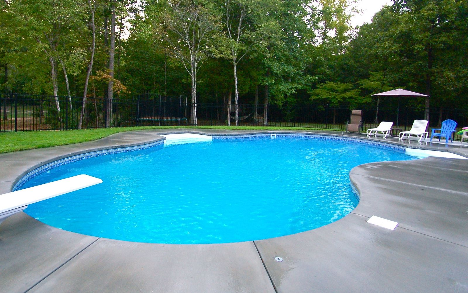 Spacious Modern Backyard Swimming Pool Ideas With White ...