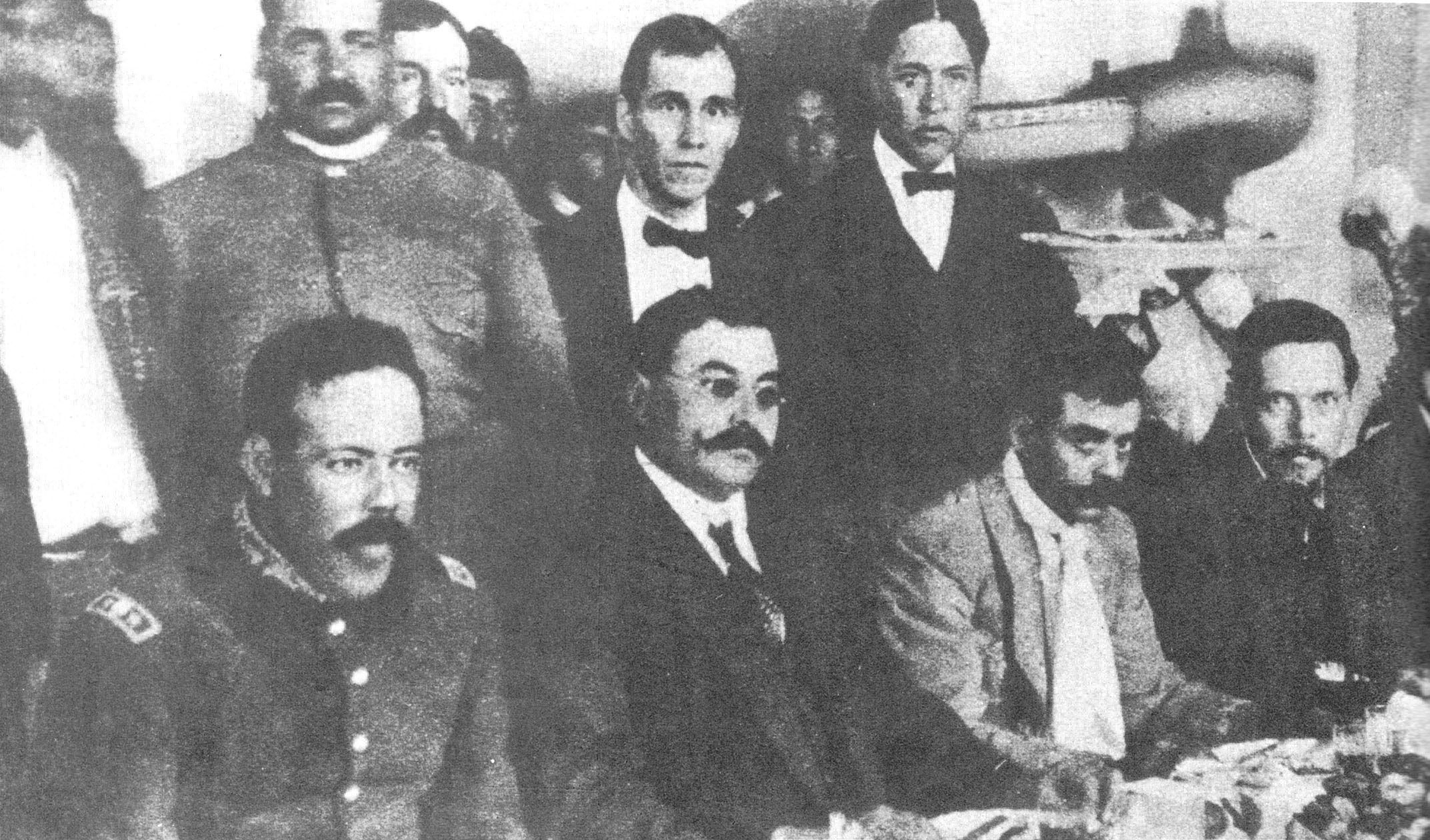 Seated, from left to right, Pancho Villa, Eulalio Gutíerrez, Emiliano Zapata and Felícitas Villareal. Gutierrez, was elected Provisional President of Mexico in 1914.