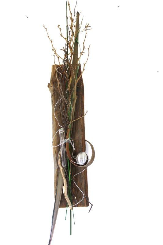 Fresh Wanddeko auf ca Jahre altem Holzbrett Kokosblatt Edelstahlkugel Reagenzglas f r die