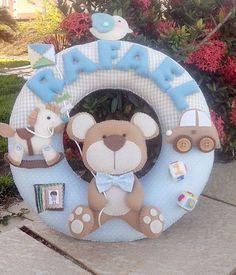 Guirlanda enfeite porta de maternidade. Feita em feltro e toda costurada a mão. R$ 159,90