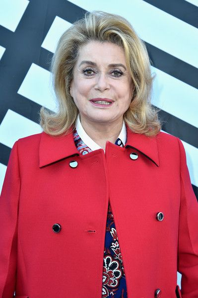 Catherine Deneuve Photos Photos - Catherine Deneuve attends the Louis Vuitton show as part of the Paris Fashion Week Womenswear Spring/Summer 2017  on October 5, 2016 in Paris, France. - Louis Vuitton : Front Row - Paris Fashion Week Womenswear Spring/Summer 2017