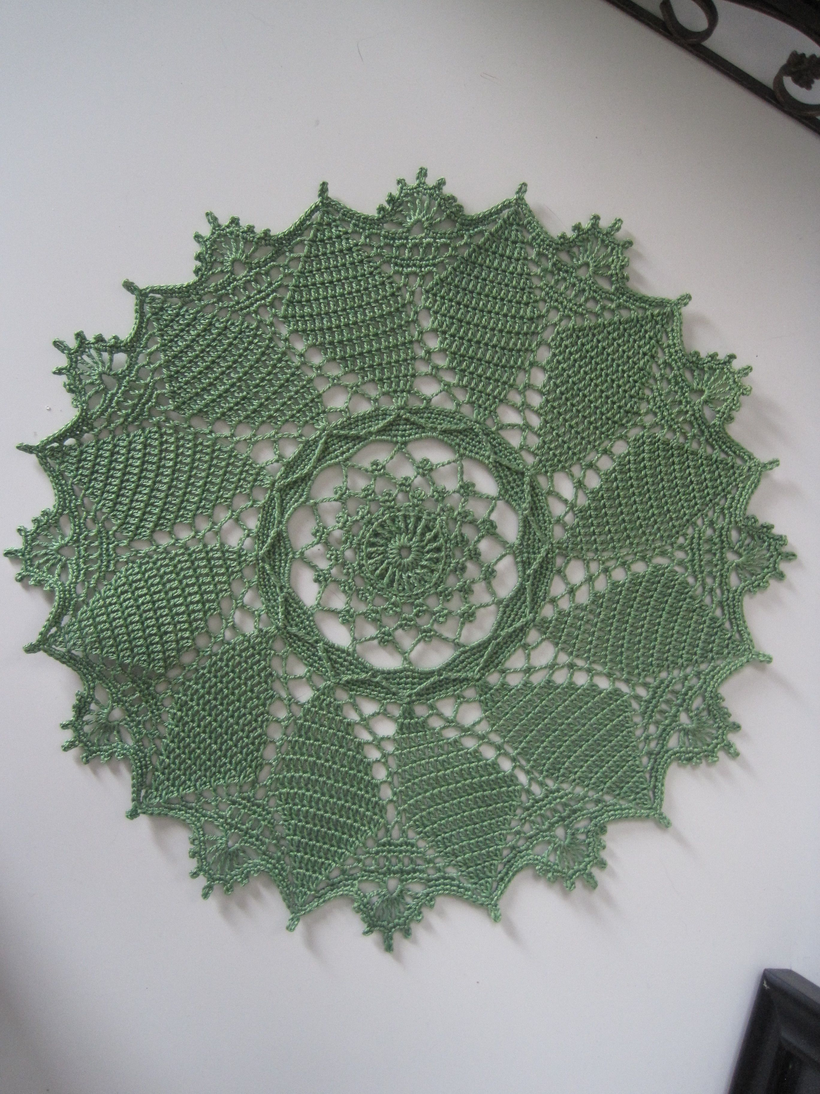 Windsor Round from Absolutely Gorgeous Doilies by Pat Kristofferson 2014