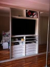Resultado de imagem para guarda roupa com tv apartamento