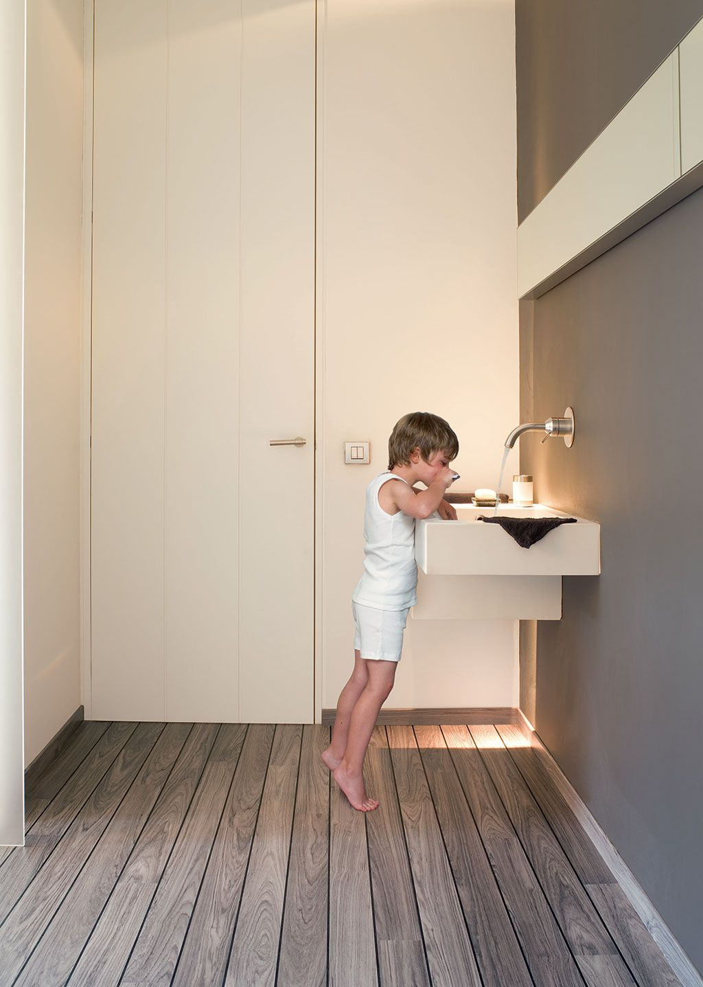 Choose The Perfect Bathroom Floor Teak Bathroom Inspiration And Room - Quick step lagune bathroom laminate flooring
