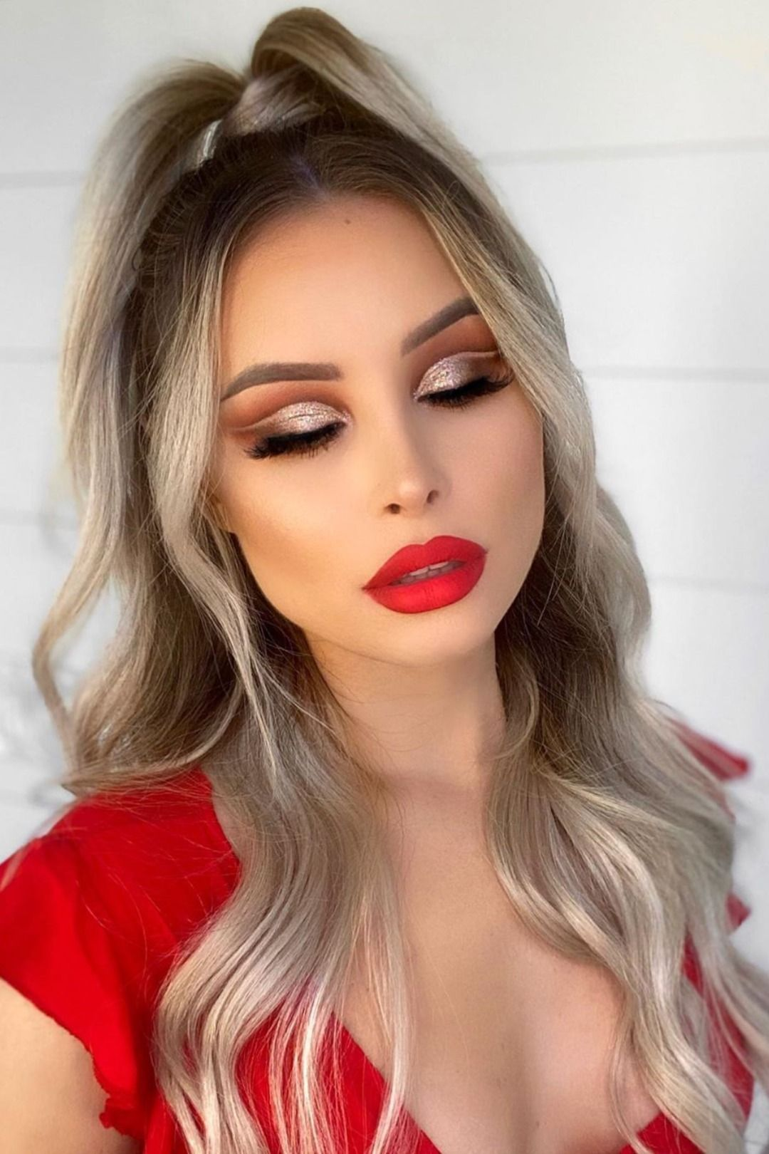 Gorgeous and Trendy Christmas Makeup Looks in 2019