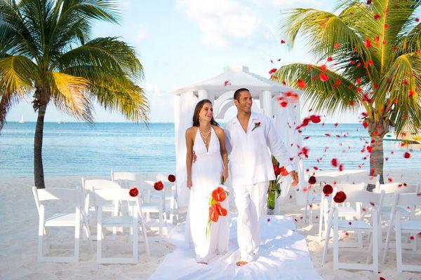 Decoración de bodas elegantes en la playa - Para Más Información - bodas sencillas