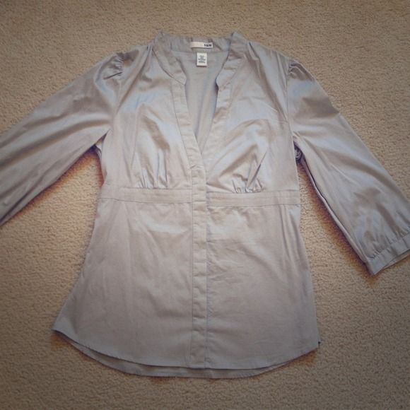 NWOT H&M 3/4 sleeve dress shirt Has stretchy give to it, 71% cotton, 26% nylon, 3% spandex. H&M Tops