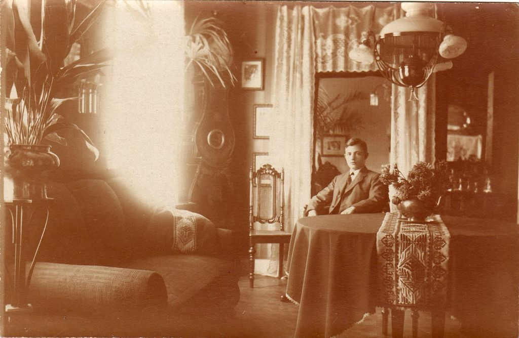 1910 Living Room | Decor Late 1800's 1900's homes & styles ...