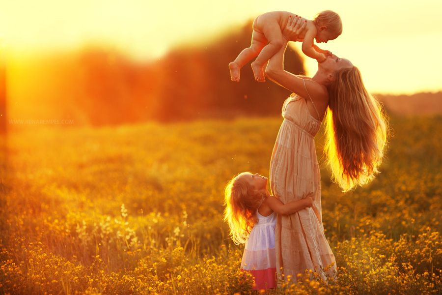 Beautiful photo of Mom and her little ones. Love the light. via 500px.  LOVE THIS PICTURE.