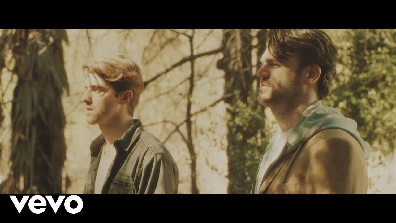 The Chainsmokers Don T Let Me Down Ft Daya Videoclipe Don T