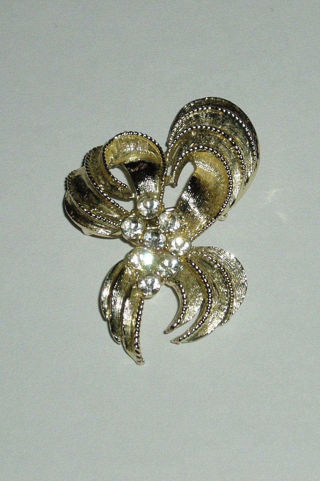 c626a291c35 vintage brooch - retro pin - gold tone jewellery - crystal brooch - bow tie  brooch - womens jewellery - retro fashion - costume jewellery