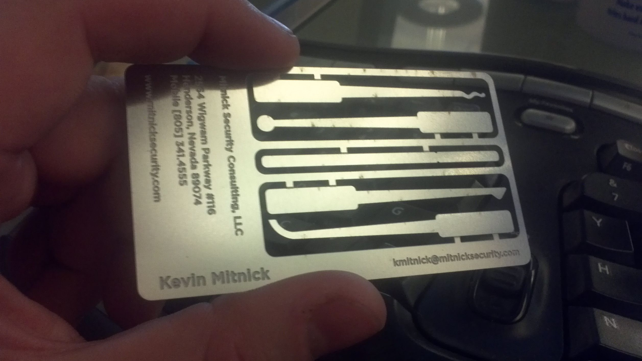 Kevin Mitnick Business Card In 2020 Photo Business Cards Engineering Challenge Cards
