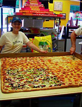 The World S Biggest Delivery Pizza Pizza Delivery Big Pizza Square Pizza