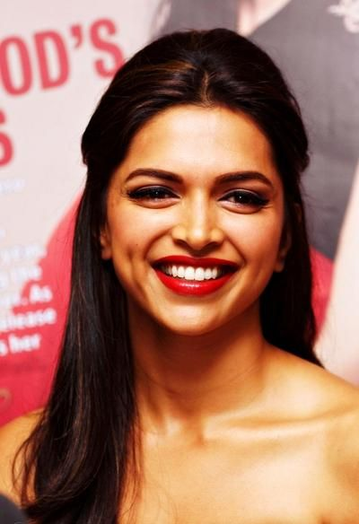 Happy Birthday To The Queen Of Hearts Deepika Padukone Deepika Hairstyles Deepika Padukone Deepika Padukone Style
