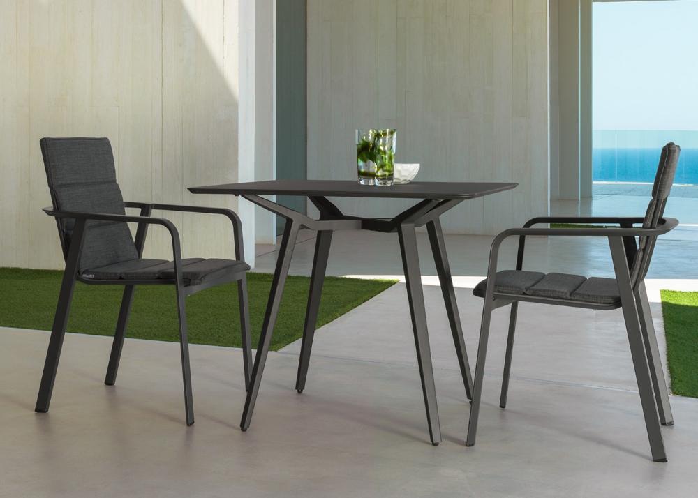 Table De Repas De Jardin En Aluminium Blanc Ou Gris Chez Ksl Living En 2020 Table Repas Table Salle A Manger Table Et Chaises
