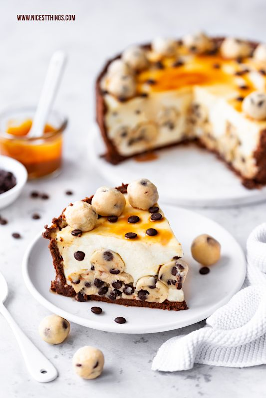 Cookie Dough Cheesecake mit Salted Caramel Swirl - Nicest Things