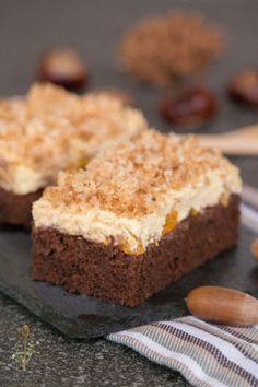Knuspriger Blechkuchen mit Kokosraspeln, Vanillecreme und Mandarinen. Dazu ein saftiger Schokoboden. #cookiesalad