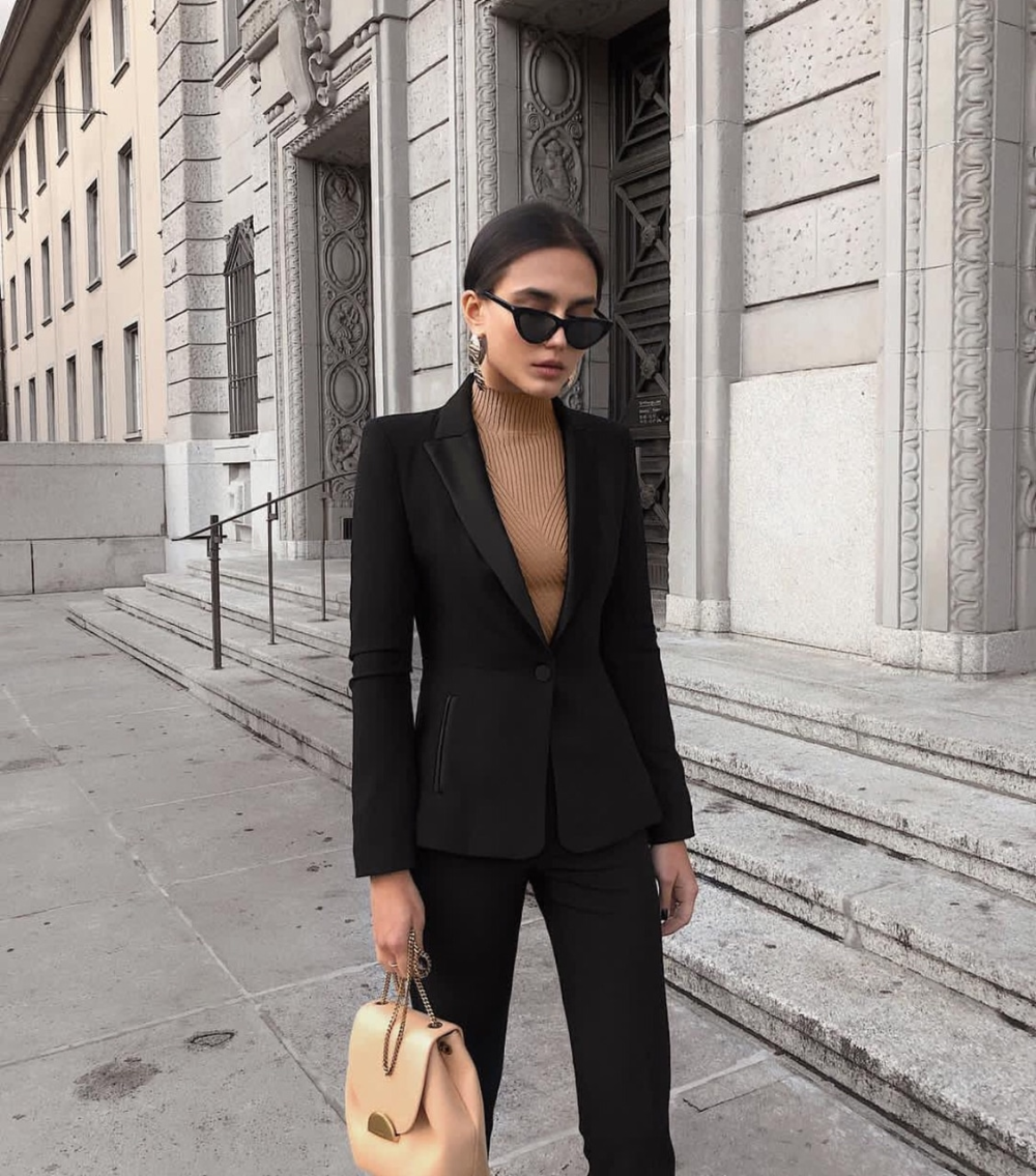 Image about girl in +  𝑭 𝑨 𝑺 𝑯 𝑰 𝑶 𝑵  /  outfits by 𝐑 𝐎 𝐒 𝐄 - 𝐆 𝐀 𝐃 🤎