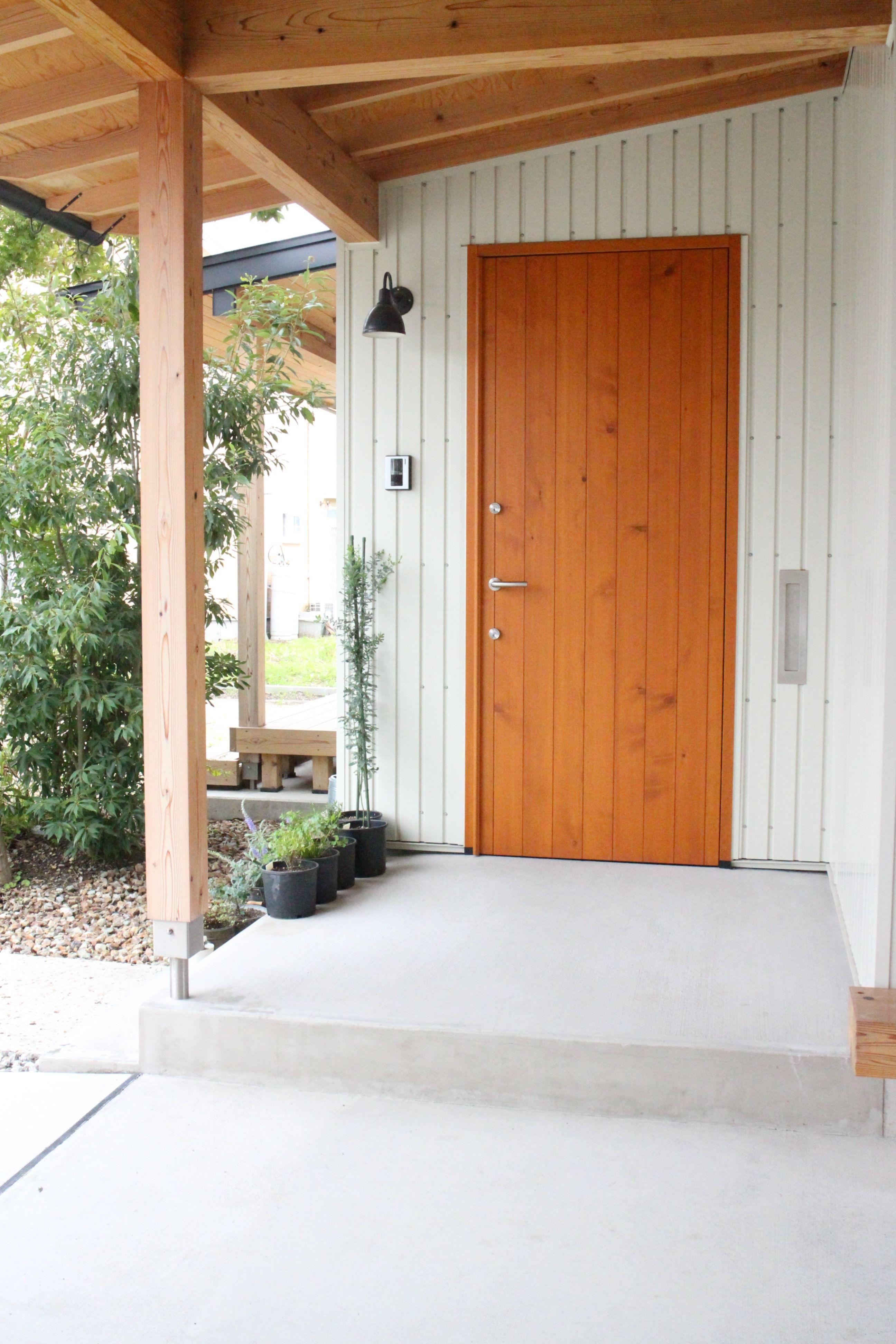 広島県廿日市市の職人がつくる高断熱木製ドア 本物の木製ドアだから