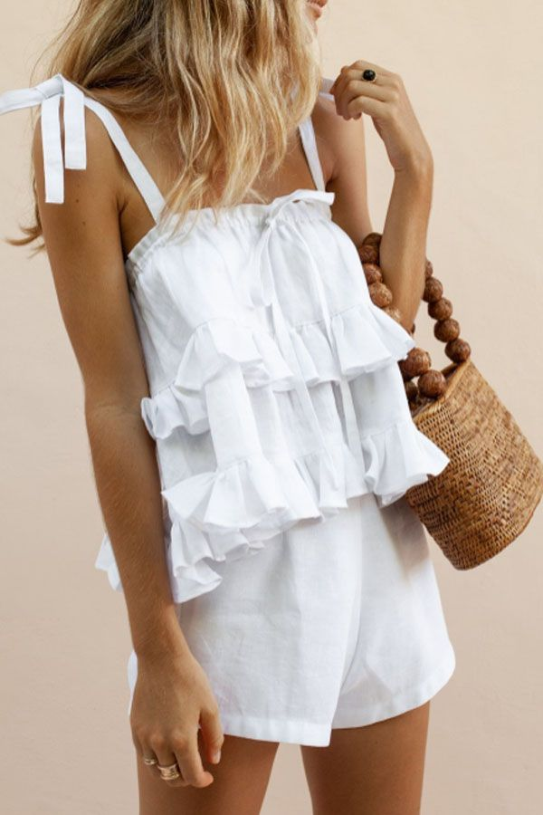 Summer Look Inspo – boho outfit in white – top with ruffles and knotted straps a…