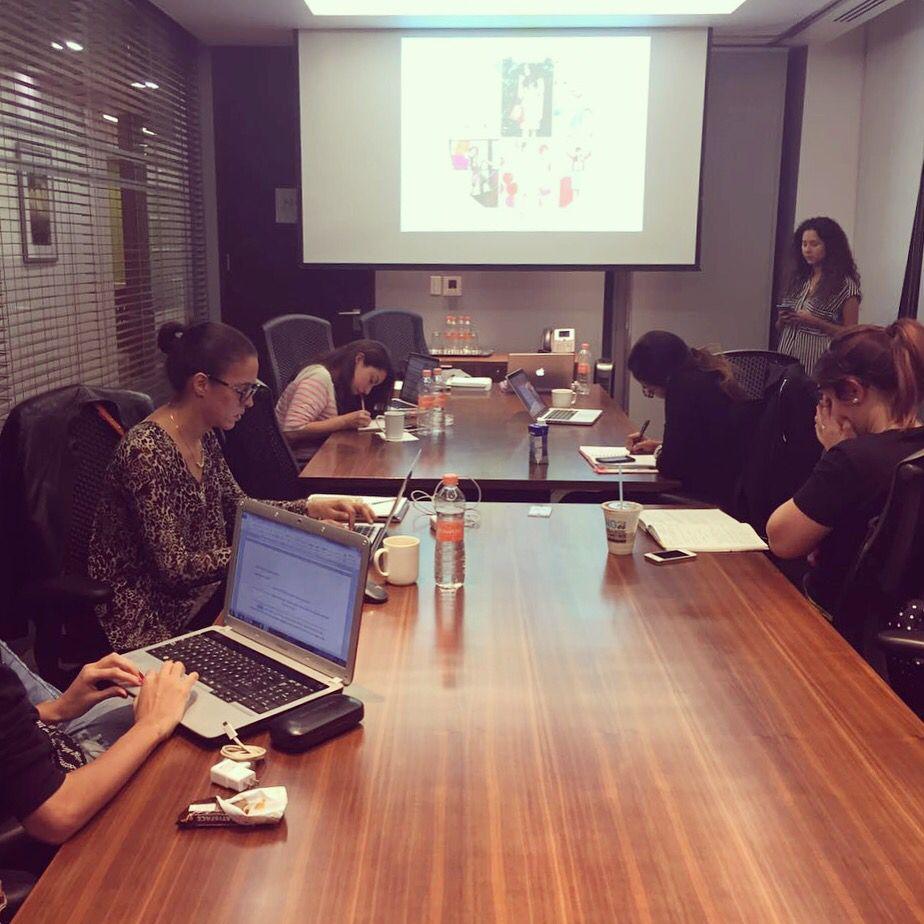 Y en nuestro curso de Community Manager y Blogs de Moda nuestros alumnos ya casi listos para estrenar su web.  En la foto,  algunas de nuestras alumnas muy concentradas. www.imodae.com #YosoyiModae #iModae #iModaeCursos