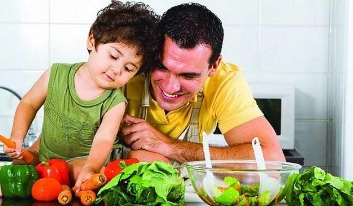 Чтобы повысить иммунитет нужно наладить правильное питание, богатое  витаминами и микроэлементами. При слабом иммунитете помогут народные  средства 25fe038af9d