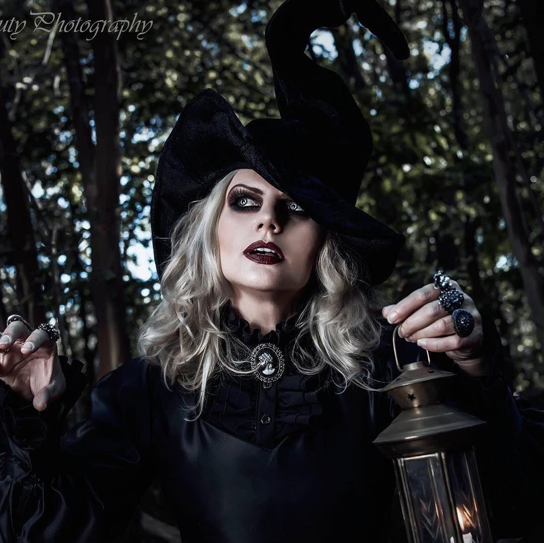 DIY Witch Costume Halloween Ideas Goth halloween costume