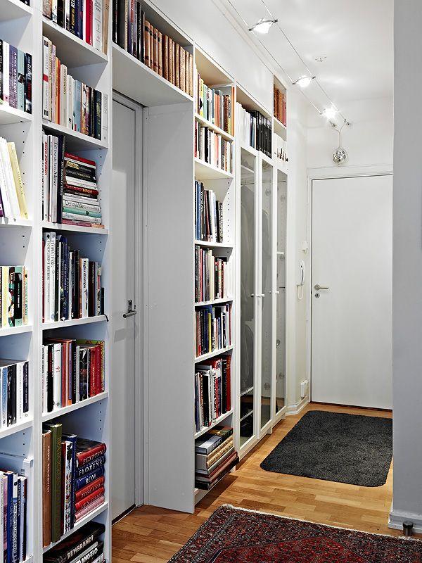 Perch non sfruttare lo spazio dell 39 ingresso con librerie for Libreria cubi ikea