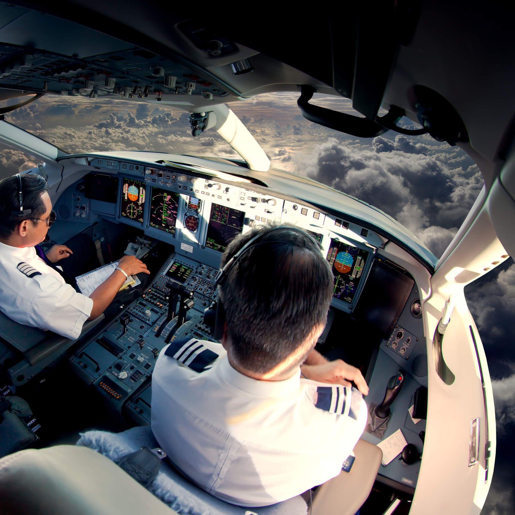 Pilots Reveal Terrifying Close Calls Passengers Didn't ...