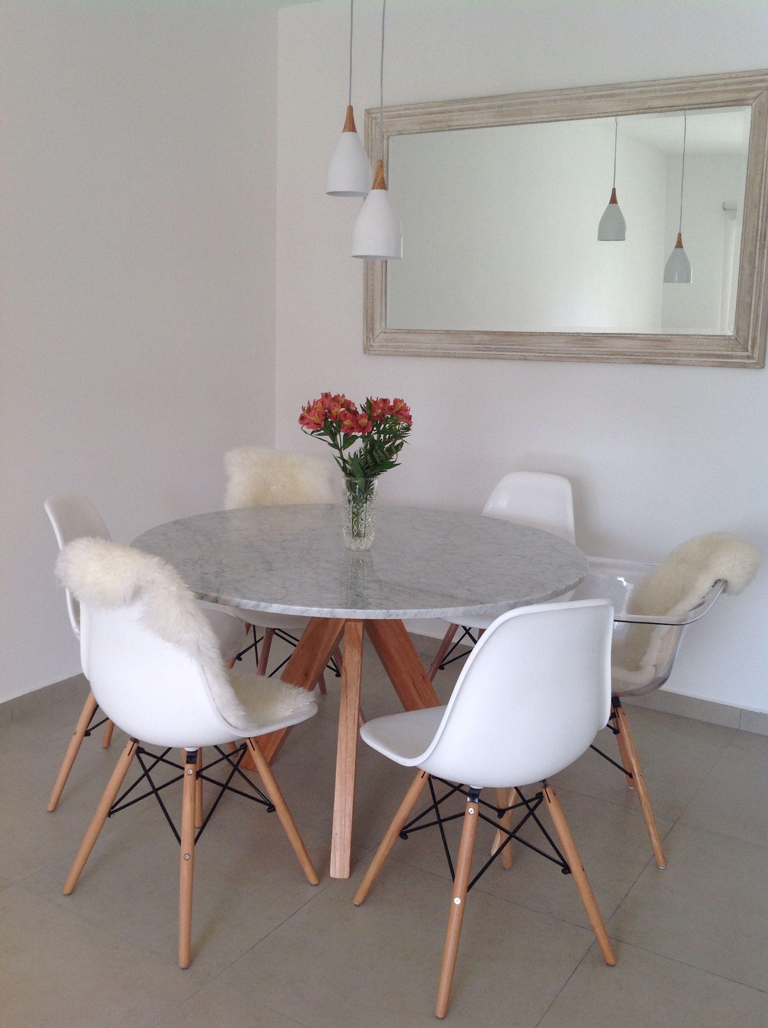 My dining room Sillas eames blancas Sillón eames transparente Mesa ...