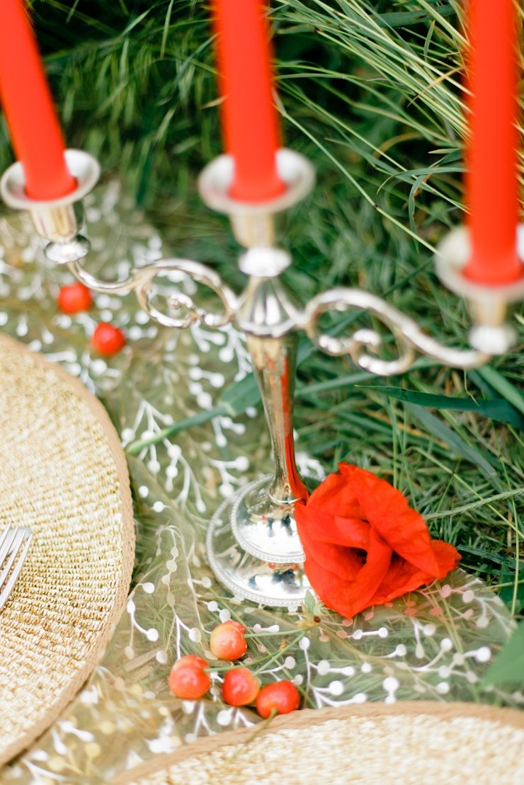 Red candles wedding decor for a pre wedding shoot in poppy field | fabmood.com