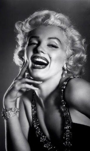 Marilyn Monroe Smoking Wallpaper