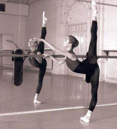 ballet grand battement - Arabesque panche Lass Uns Tanzen, Tänzer Fotografie, Anmut, Fotoshooting, Schöne Hintern, Ballettunterricht, Ballerinas, Balletstange, Jazz