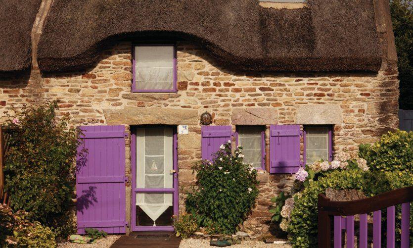Maison traditionnelle au toit de chaume, Sarzeau Brittany golfe