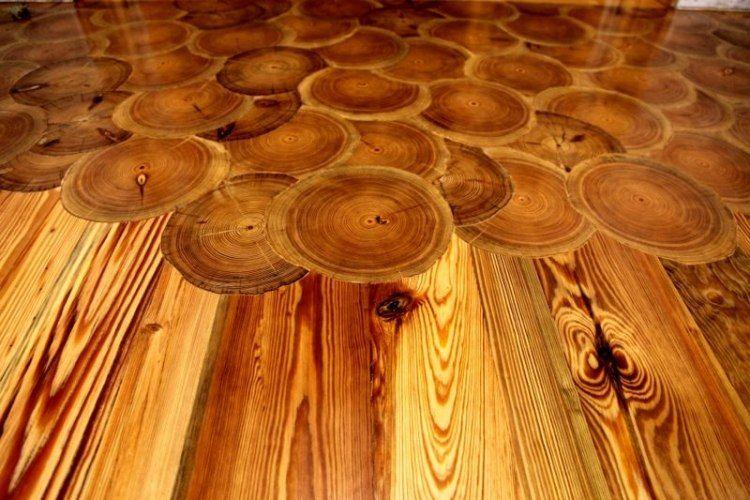 Fußbodenbelag Holz ~ Rechteckige dielen und runde holzscheiben als fußbodenbelag