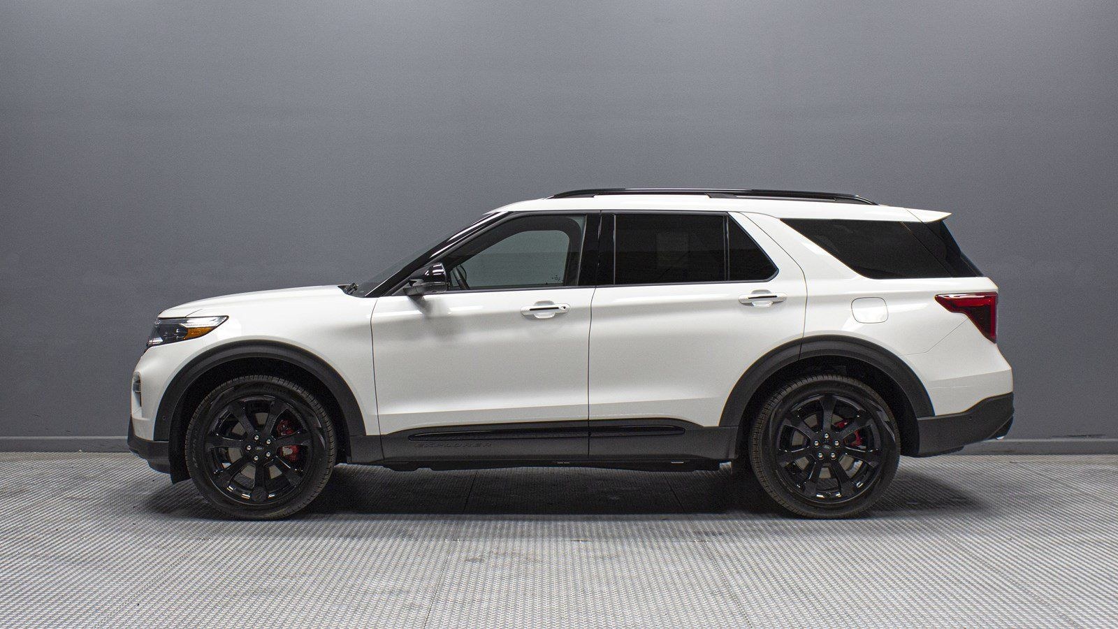 Review 2020 Ford Explorer Sport White With Black Rims And