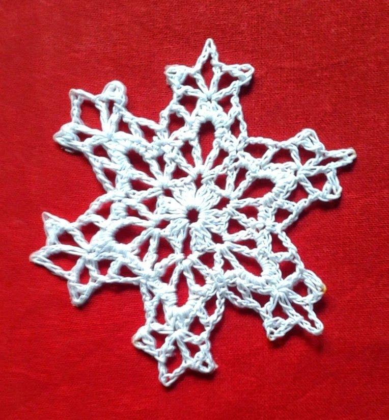 Pretty snowflake pattern ~ Free Crochet Patterns