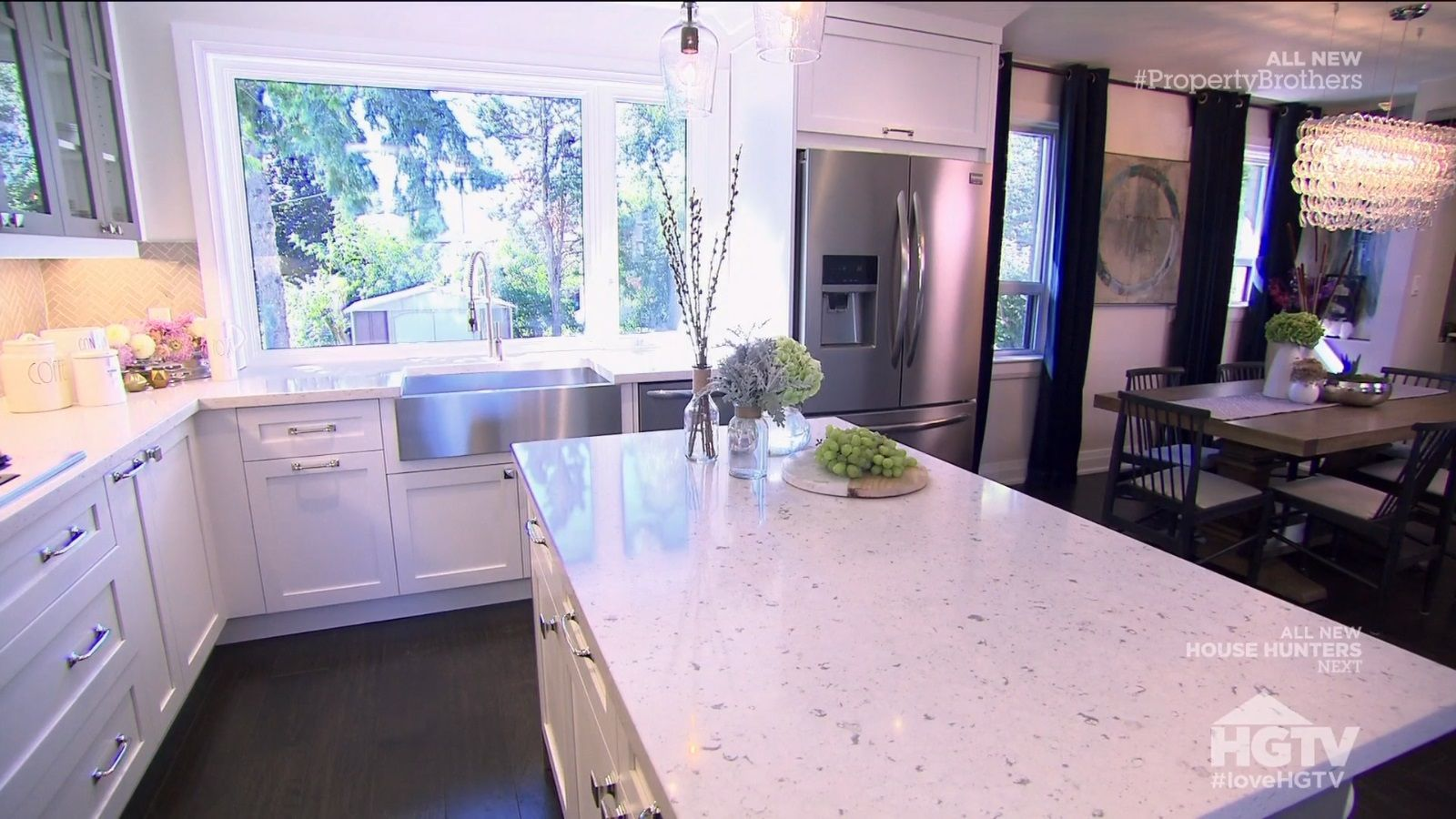 Property Brothers Meeting In The Middle Love The Layout Island Stools Open To The Dining Room