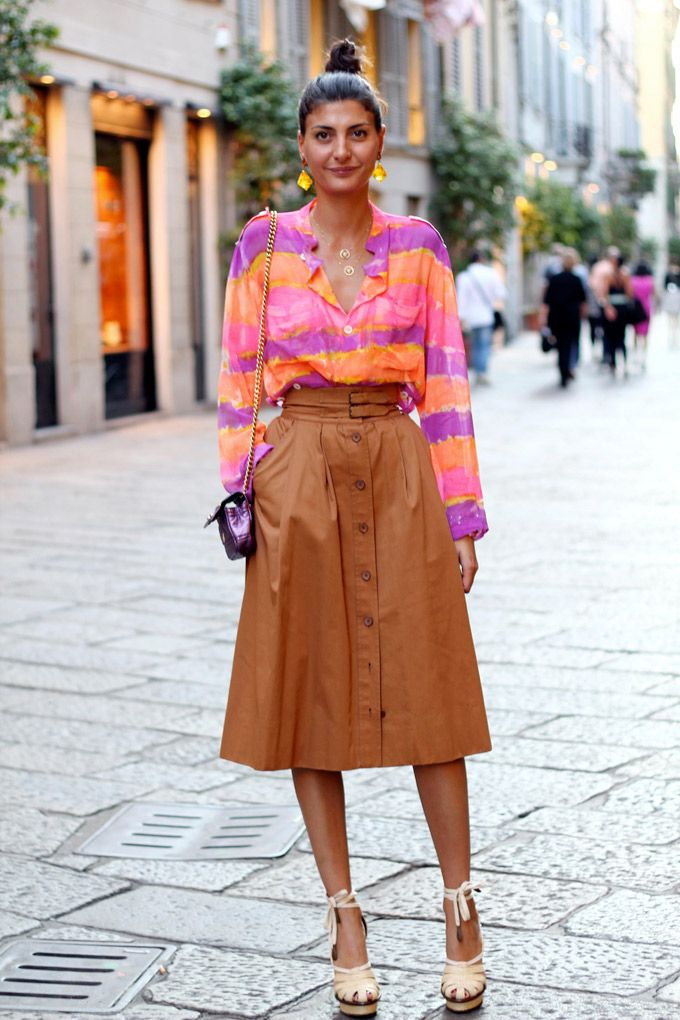 After the Spiga 2 Boys in the Band event, I ran into the lovely Giovanna Battaglia, fashion editor of Vogue Uomo... I don't know if it was her colorful but coordinated outfit, her little hair bun, the way she was holding her cigarette or just the nonchalance she showed while hopping onto...