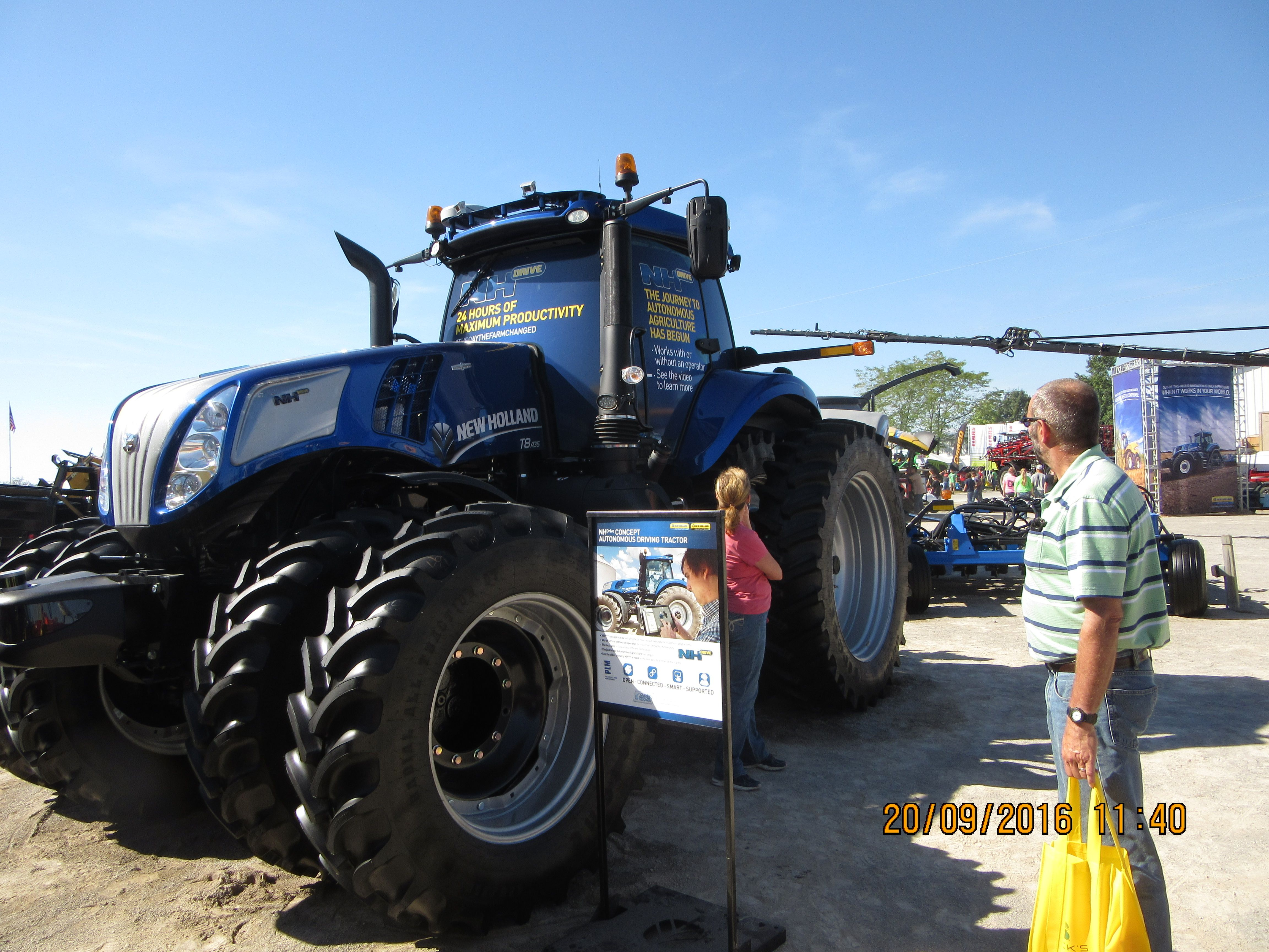 Ohio Fsr Attendees Near New Holland T 8 435 Autonomous Tractor