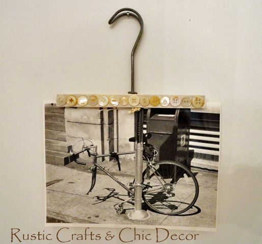 ButtonArtMuseum.com - vintage hanger photo holder -  What To Make With A Vintage Hanger