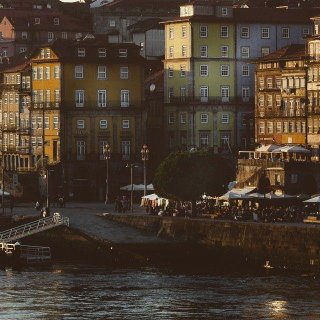 Cais da Ribeira num dia bem mais bonito que o de hoje :D #webookporto #porto #portugal #ribeira #douro Foto de Chris Baars